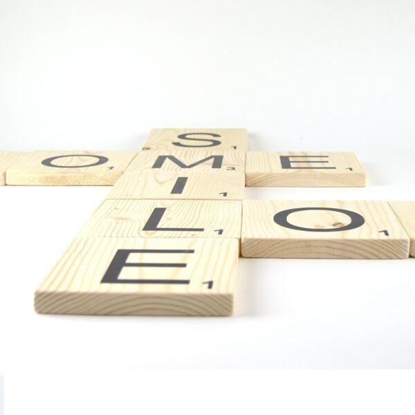 Scrabble letters van vurenhout (groot) wanddecoratie